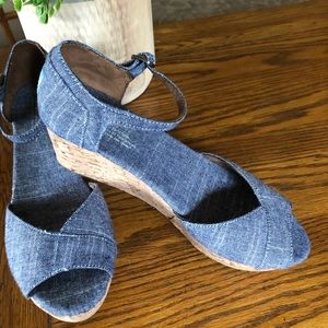 Tom's wedge chambray shoes